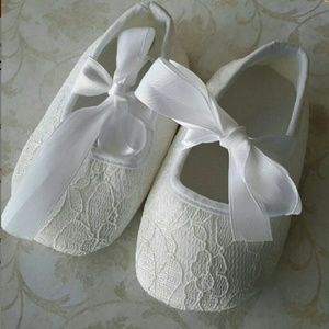 Lace baby girl shoes